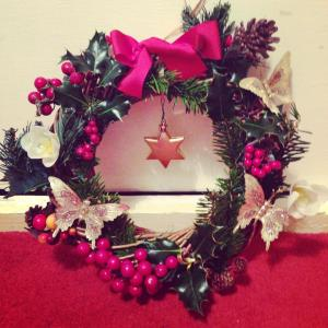 Make your own Christmas wreath!