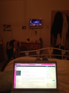 Blogging in bed. Laaavly.